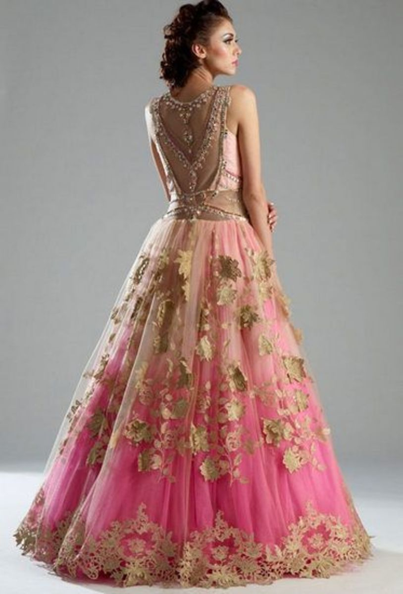 Peach-and-pink feminine, flowing and voluminous gown-type lehenga