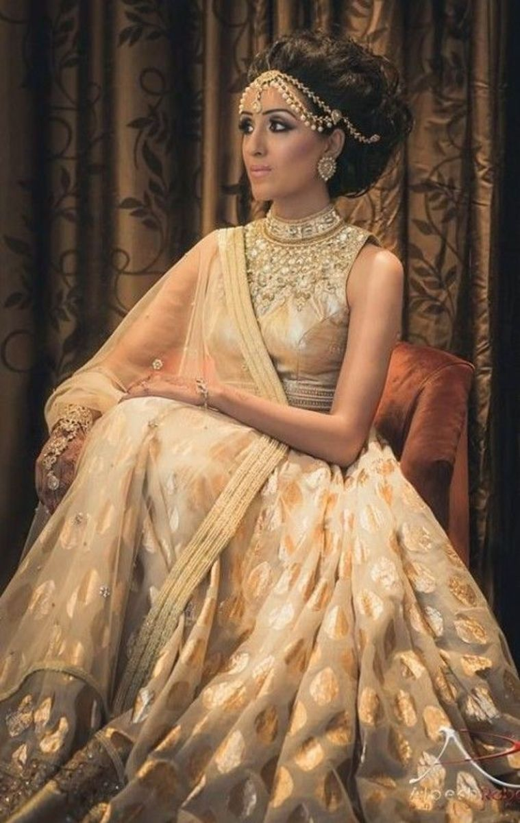 Sophisticated off-white bridal lehenga.