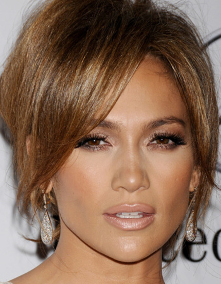 how to highlight your face get that j lo glow bellatory. Black Bedroom Furniture Sets. Home Design Ideas