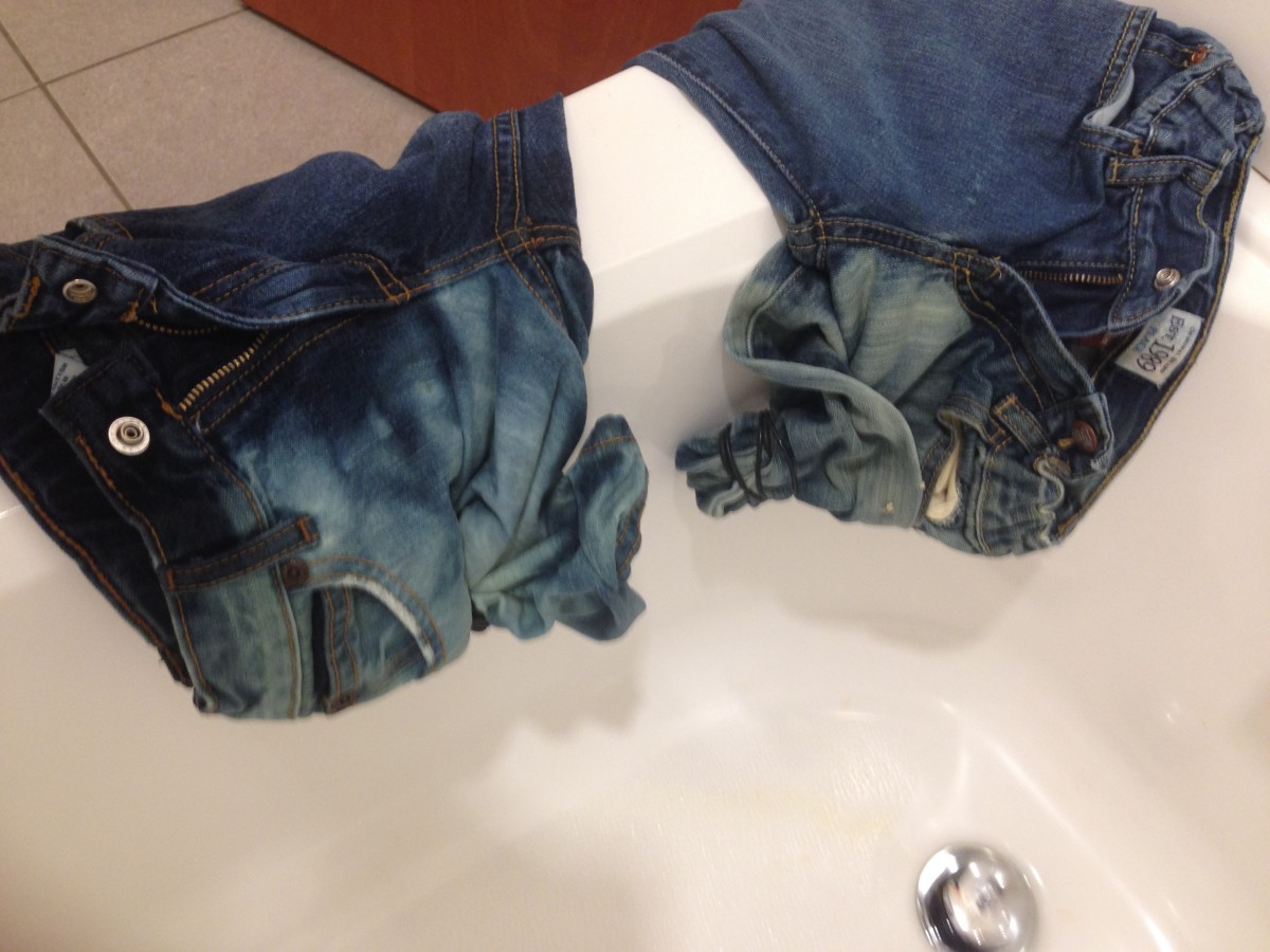 I waited 30 minutes, then poured some undiluted bleach to the sonoma jeans.  This pic was taken 30 minutes after that.