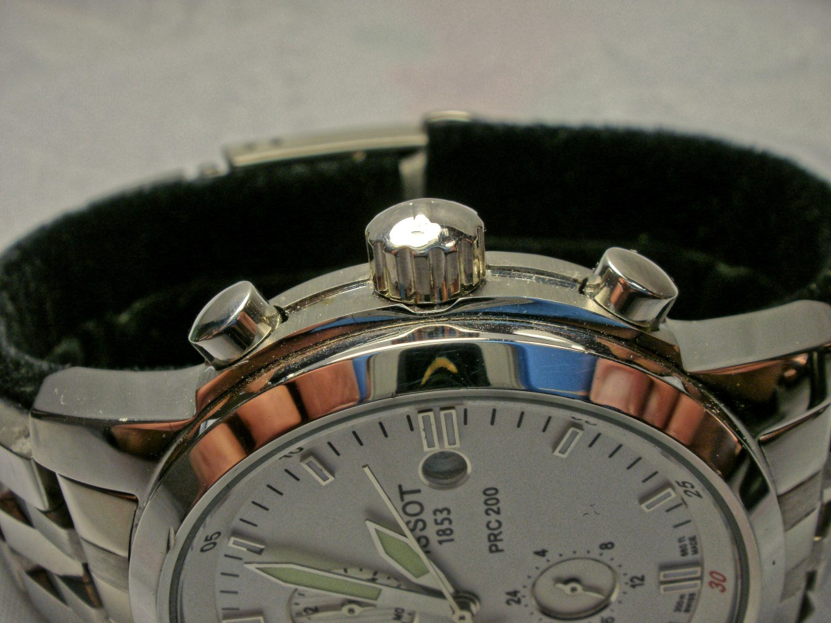 Note the tiny ding on the bezel, roughly in line with the point of the minute hand