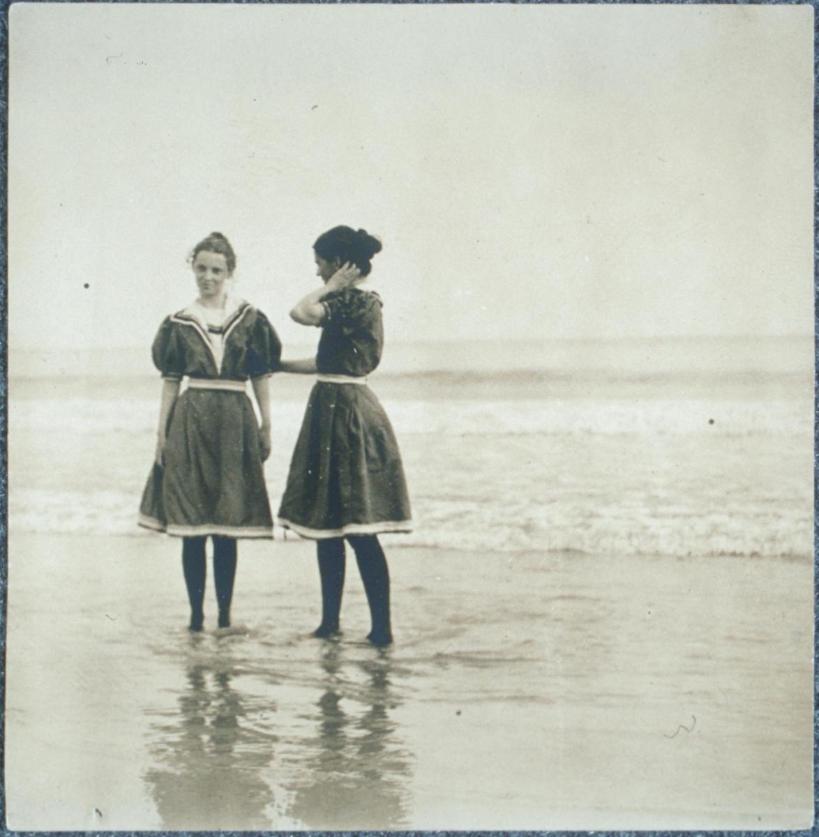 Bathing costume circa 1897–99. (Dorothea and Maryal Knox at the beach.)