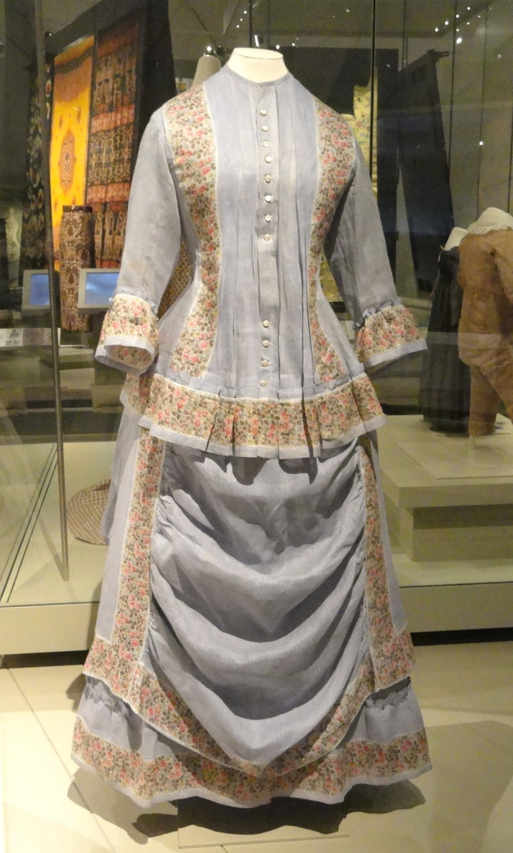 Summer dress circa 1870-74 cotton tabby with horizontal draping on the front of the skirt