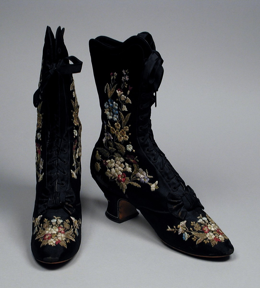 Beautiful embroidered boots - 1885