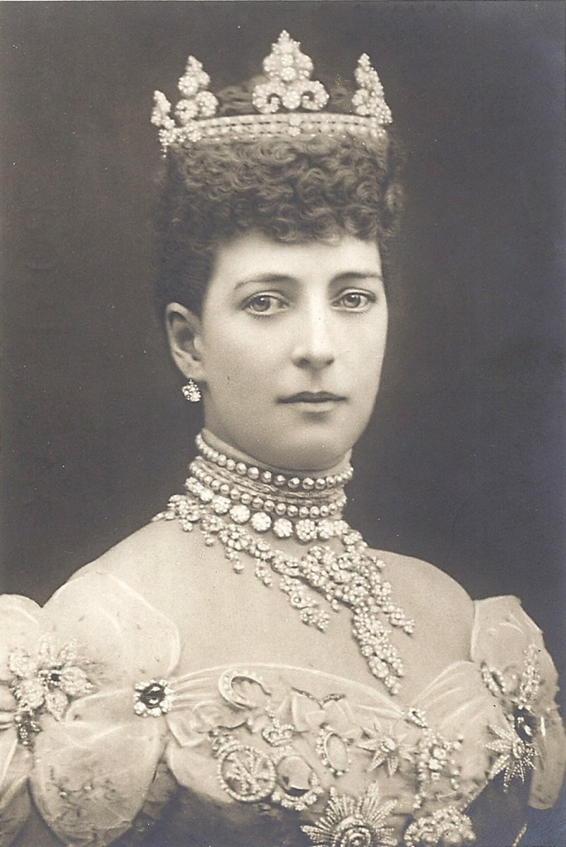 Queen Alexandra popularized chokers in the 1800's and early 1900's.