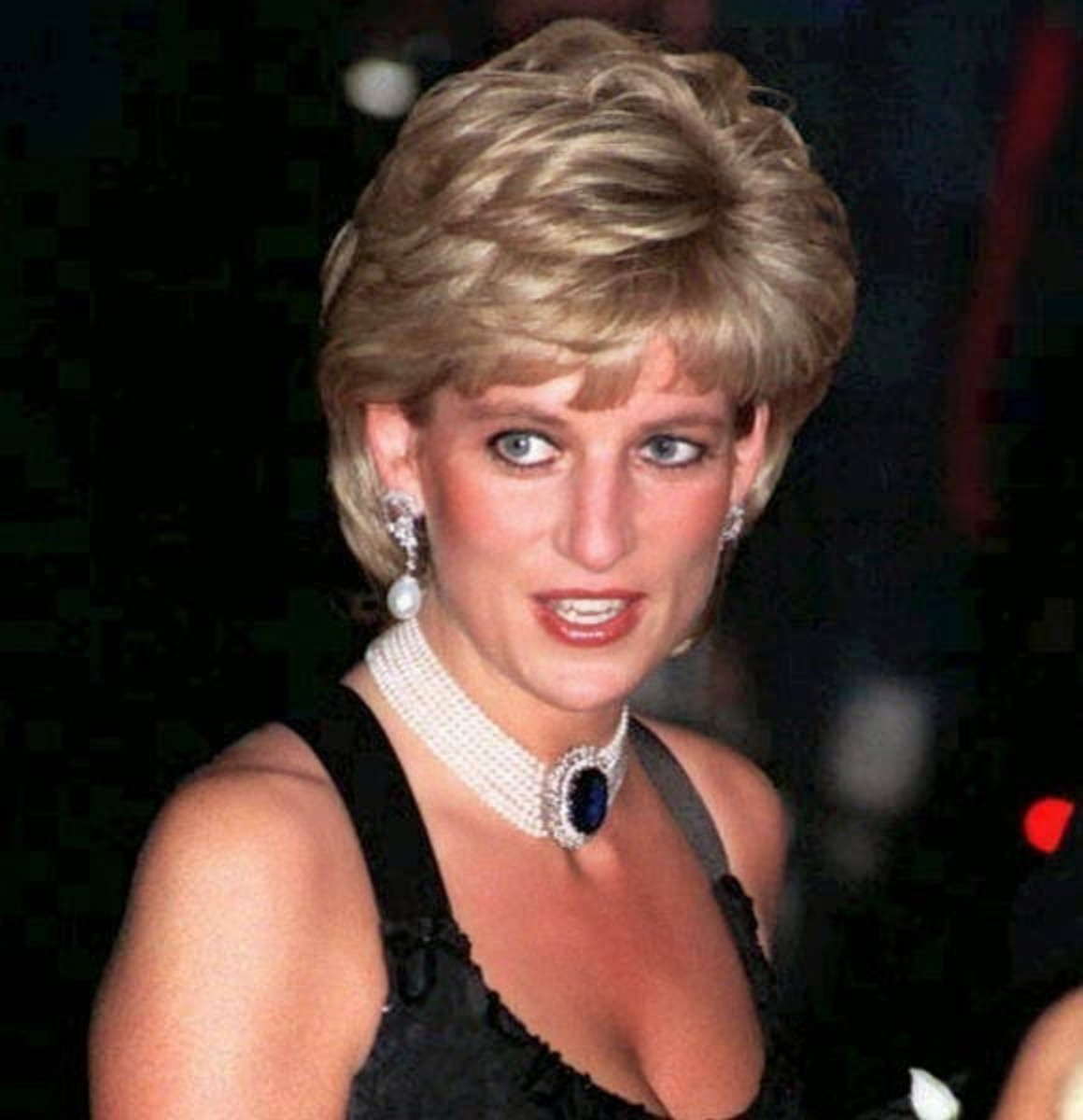Princess Diana wore chokers in the 1980's and 90's.
