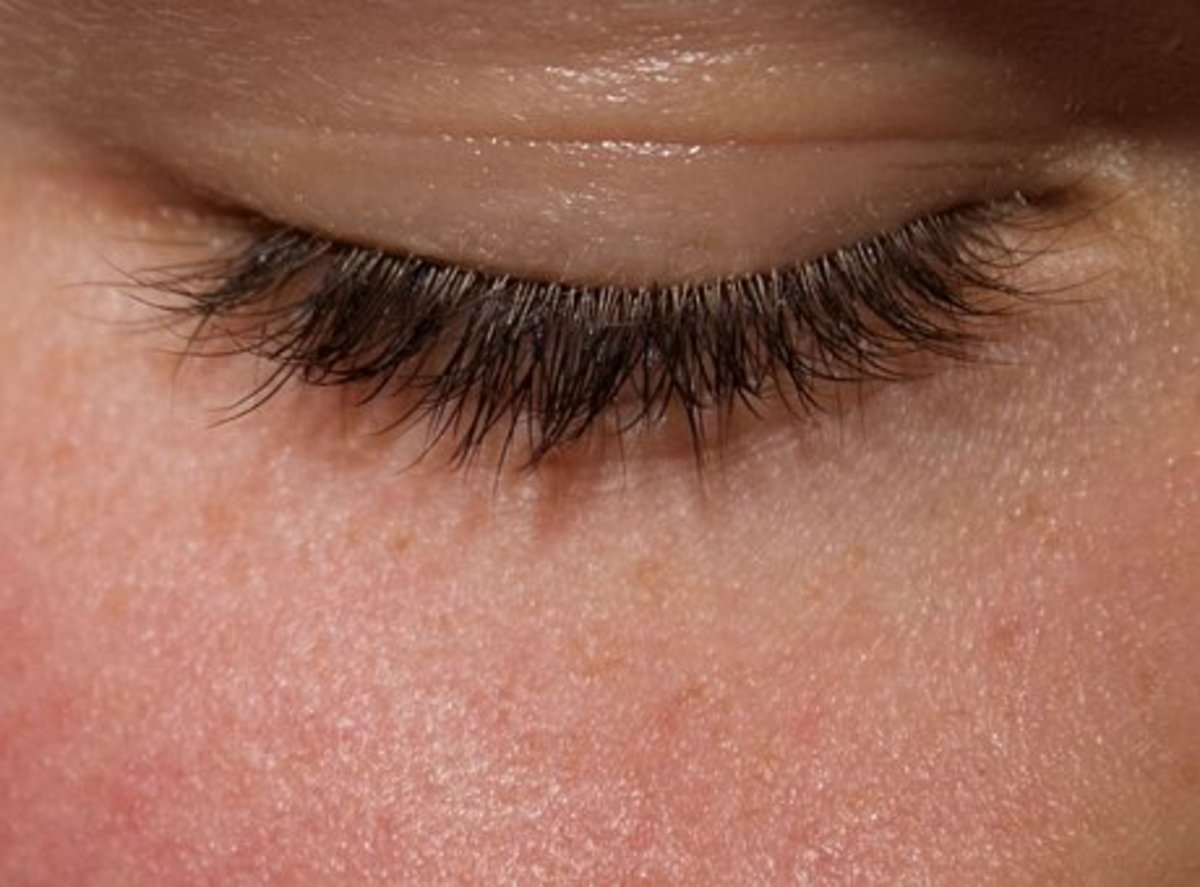 Castor oil can make your eyelashes look longer and thicker.