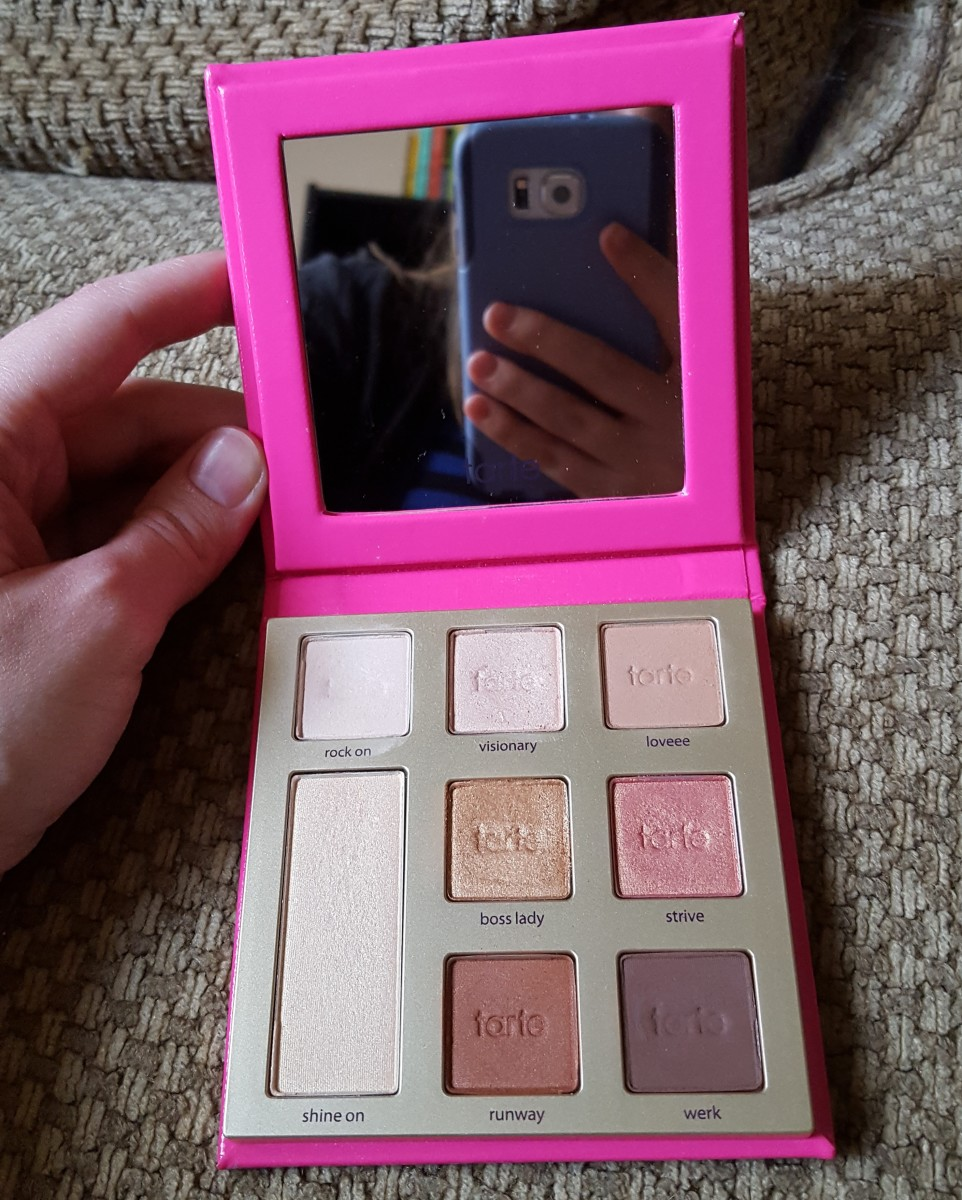 The only downsides to this adorable case are that it doesn't stay open on its own, and it doesn't come with an included eye shadow brush. However, for this nice selection of pinks, golds, and browns, I don't mind propping up the lid to do my makeup.