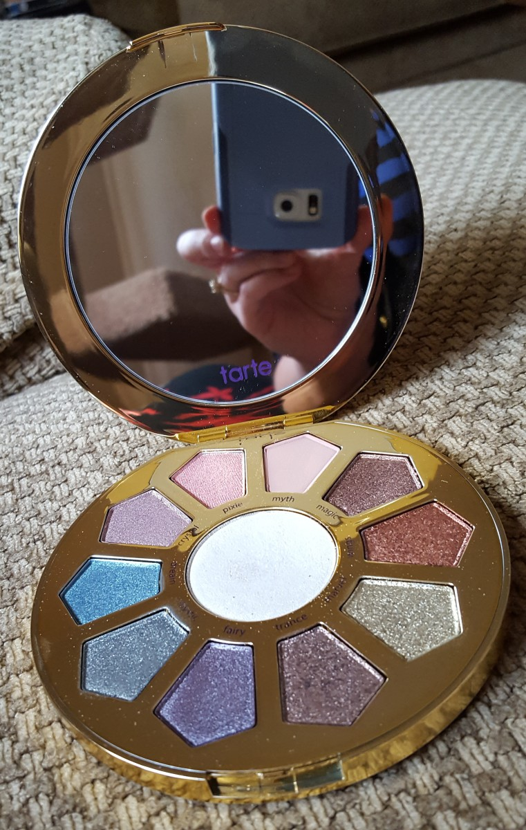 The compact features a full-sized mirror inside, along with ten eye shadows and a white highlight shade in the middle.