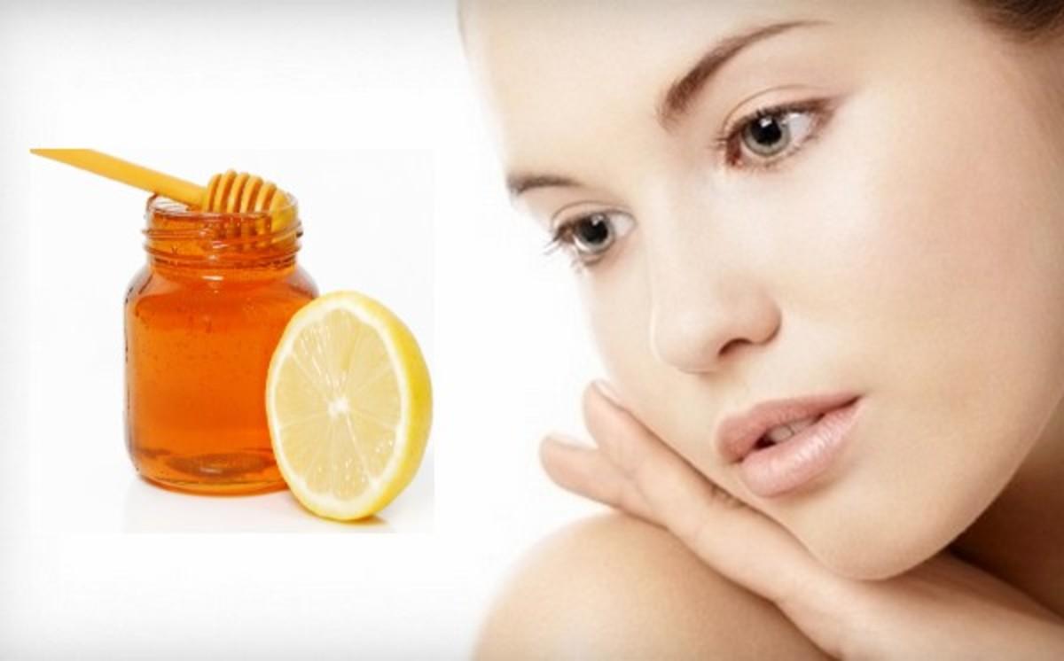 Honey has antibacterial, anti-inflammatory and exfoliating properties.