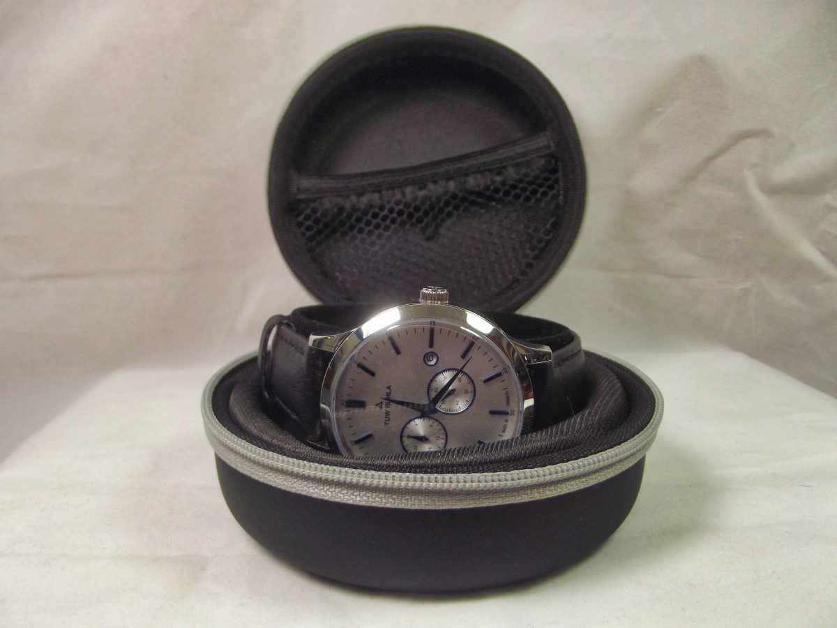 The TUW Ruhla 1892 Automatik comes with a traveling case