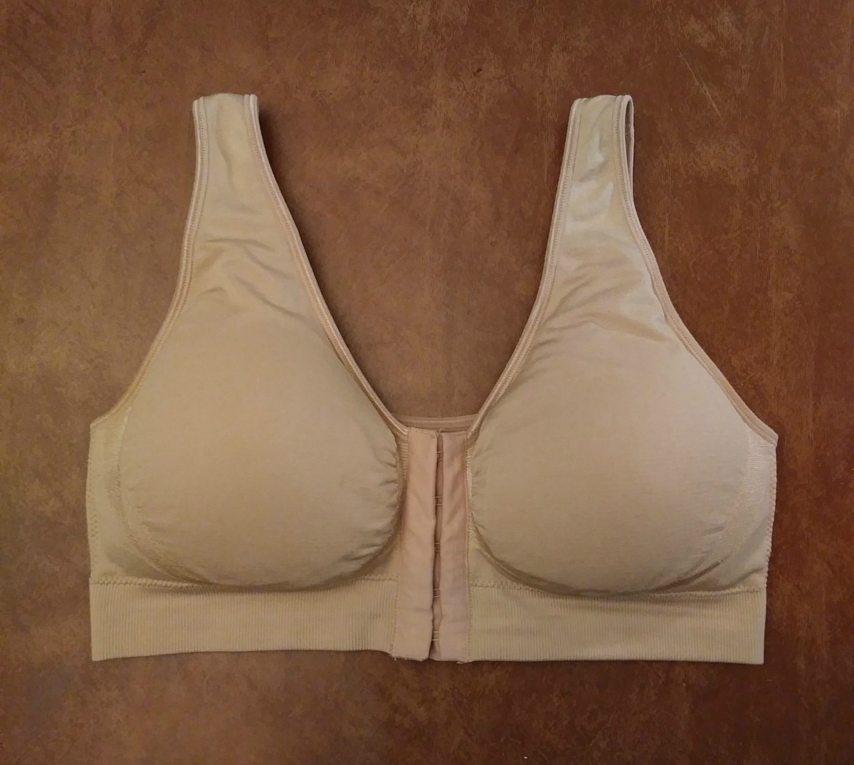 I made this simple bra stuffed with ribbon from a shower ball for everyday wear.