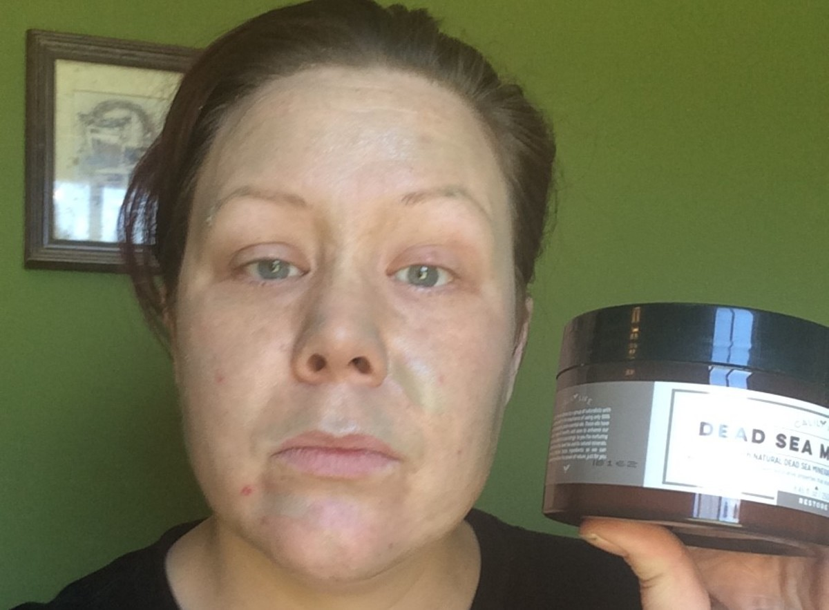 A thin even layer of this dead sea mud mask is all that is needed for application.