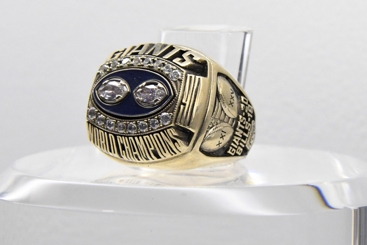 The Super Bowl XXV ring to commemorate the New York Giants 20-19 victory over the Buffalo Bills at Tampa Stadium.