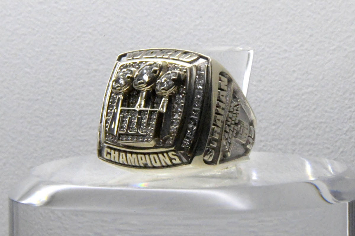 Super Bowl XLII ring to commemorate the New York Giants 17-14 victory over the New England Patriots at University of Phoenix Stadium.