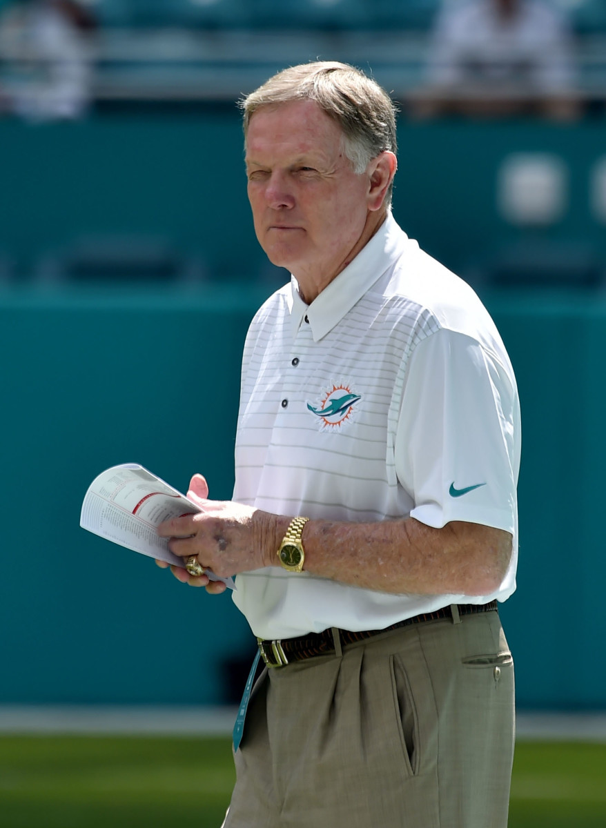 Former Miami Dolphins quarterback, Bob Griese, observes the team prior to a 2018 game against the Tennessee Titans.