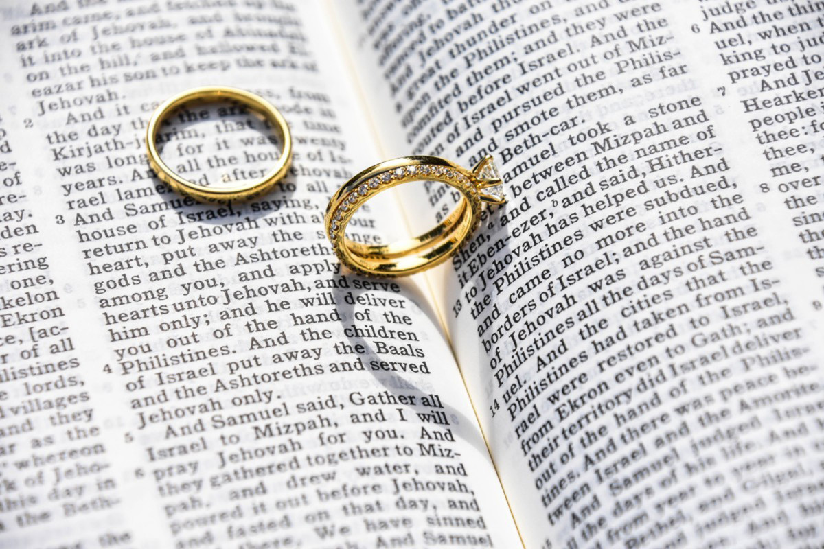God Says Love is More Than Butterflies: How to WIN at Marriage