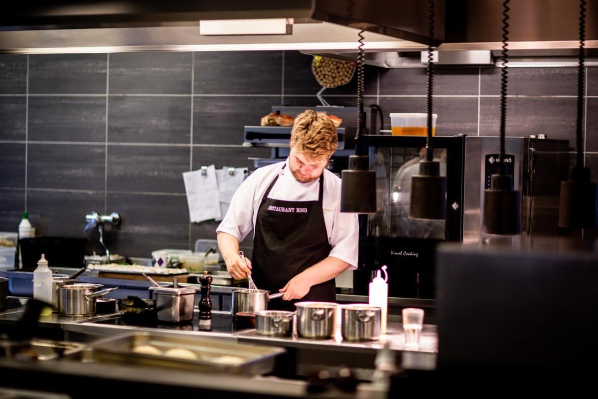 5 Ways FOH Can Make BOH Lives Easier in Restaurants