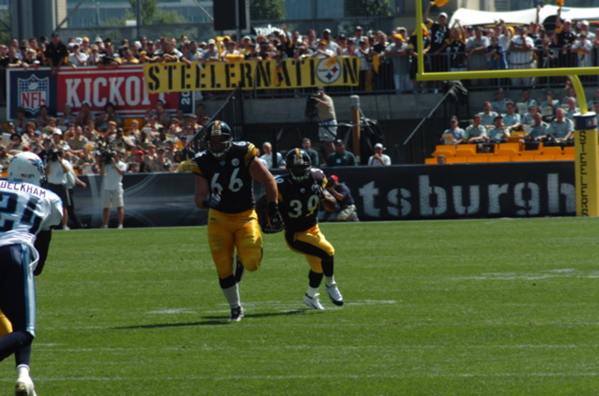 Guard Alan Faneca blocks for halfback Willie Parker