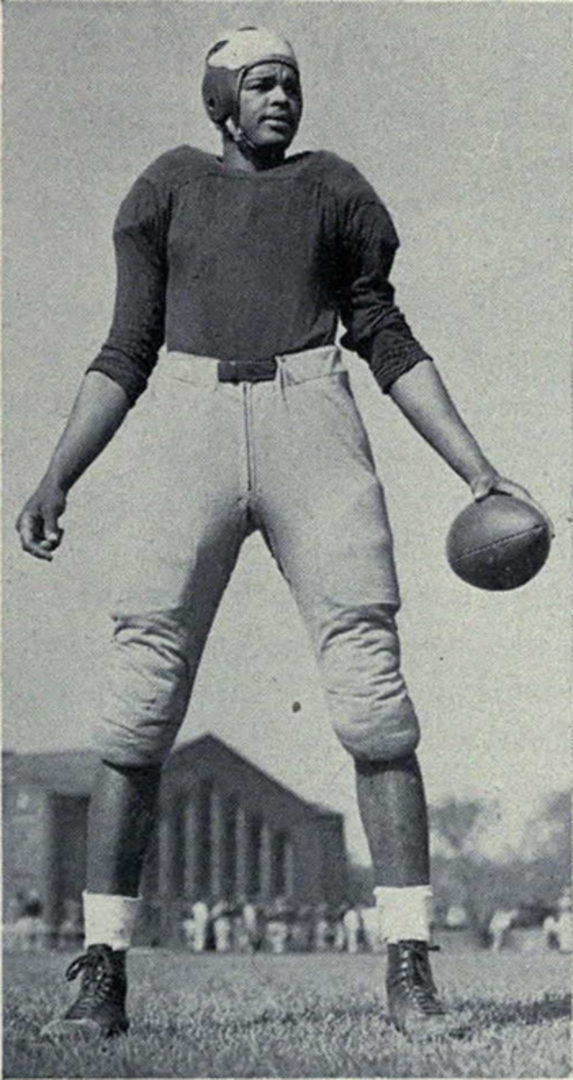 Former Cleveland Browns defensive lineman, Len Ford, poses during his college career with the Michigan Wolverines.