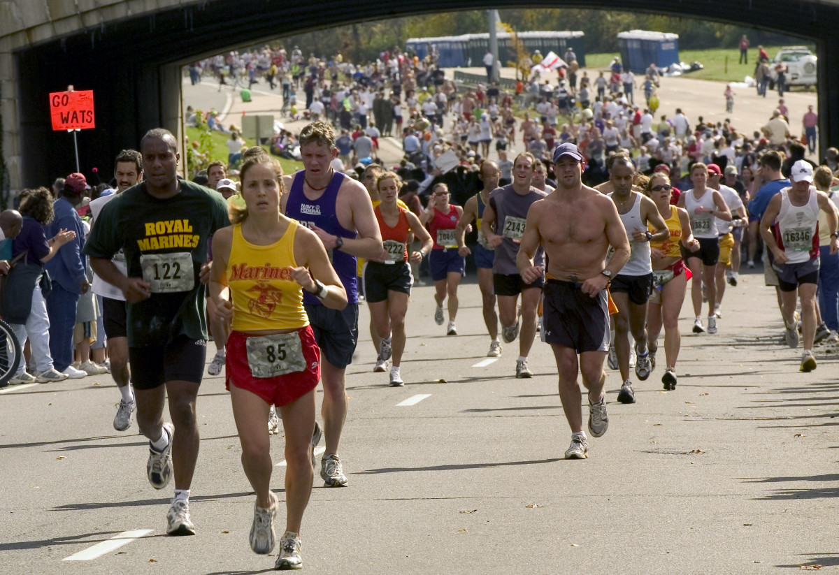 The best mutual funds are easy to spot if you know what to look for — they're a lot like the lead runners in a marathon! (Photo credits are located at the end of this article.)