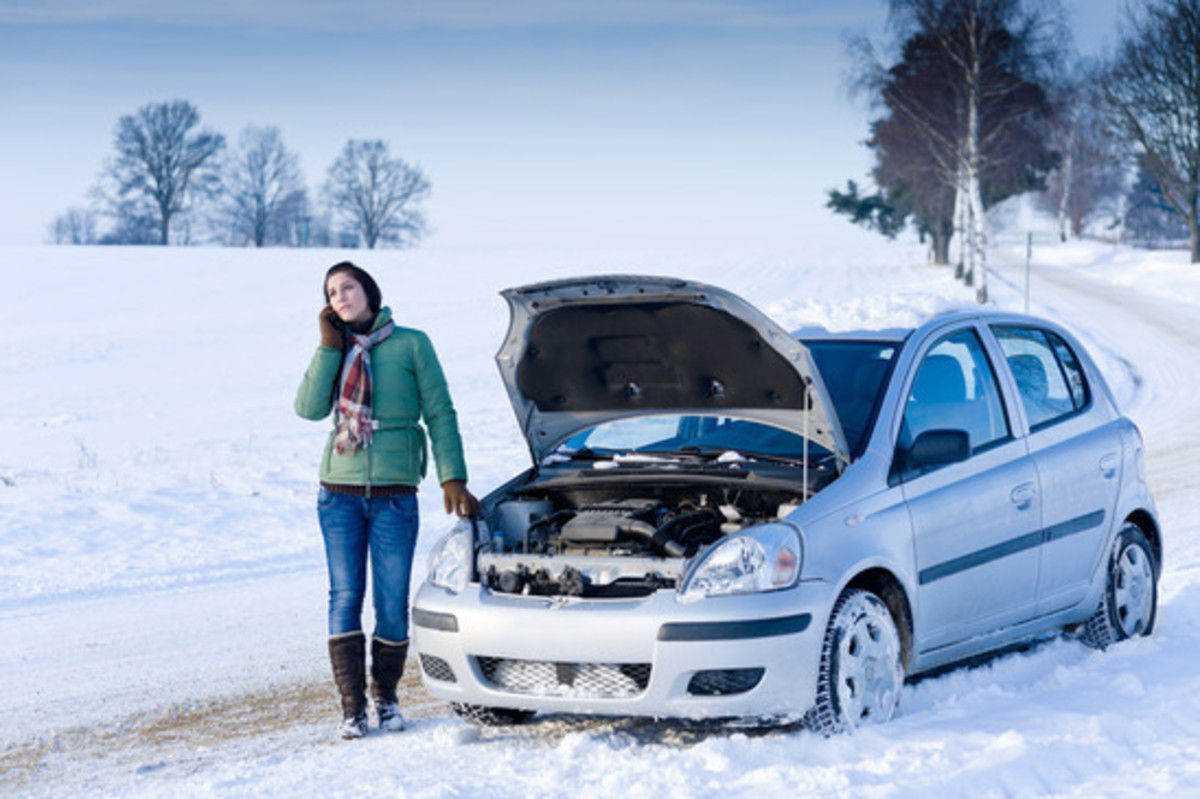 snow car broken down