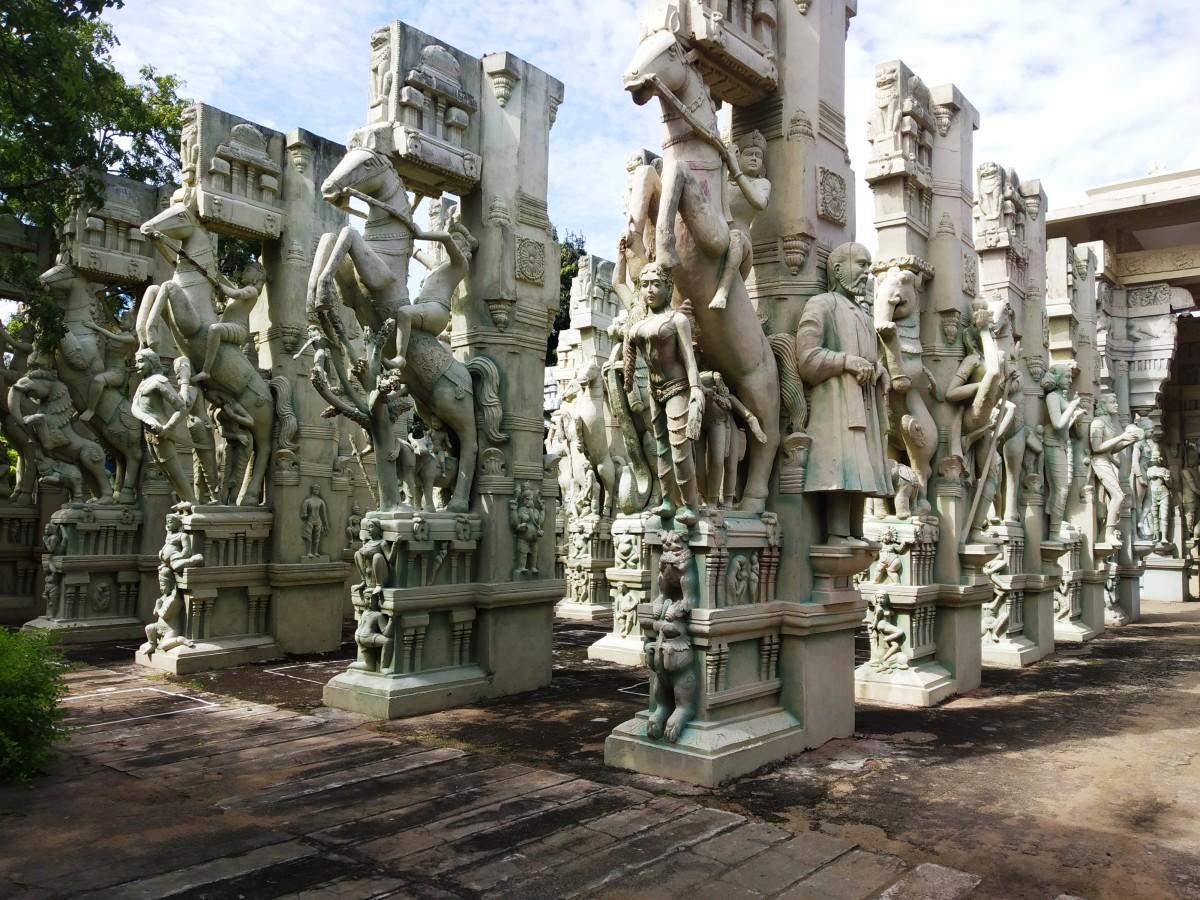 Sculptures Inside Panneer Fort