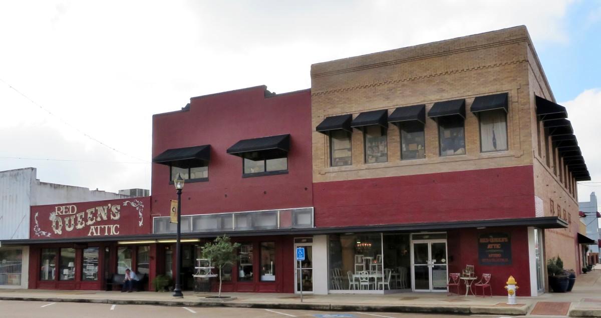 Exterior of Red Queen's Attic in Rosenberg, Texas