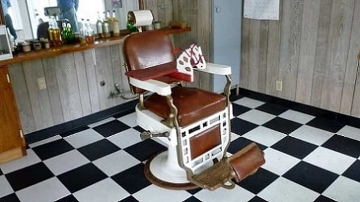 Old-time barber chair at Cypress Top Historic Park