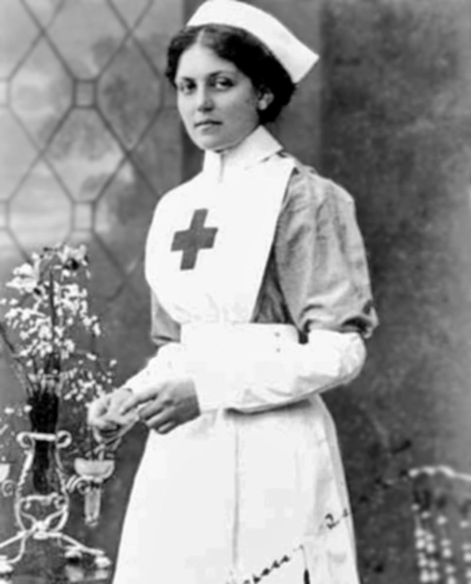 Stewardess and nurse Violet Jessop.