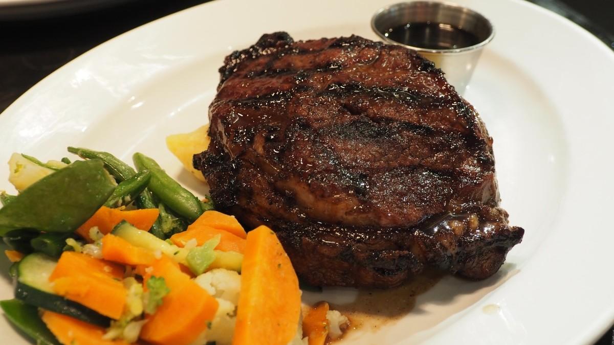 Steak Dinner: Image by saritjokro from Pixabay