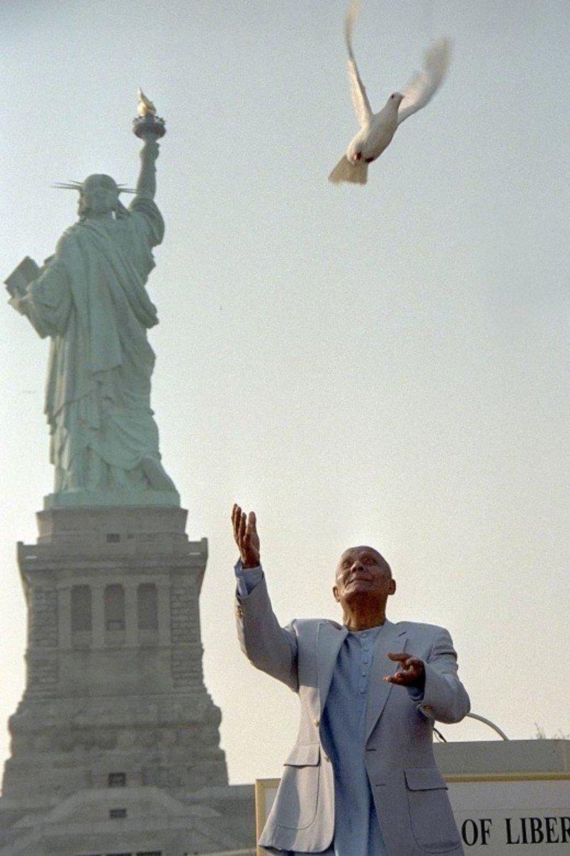 Sri Chinmoy on Ellis Island 1996