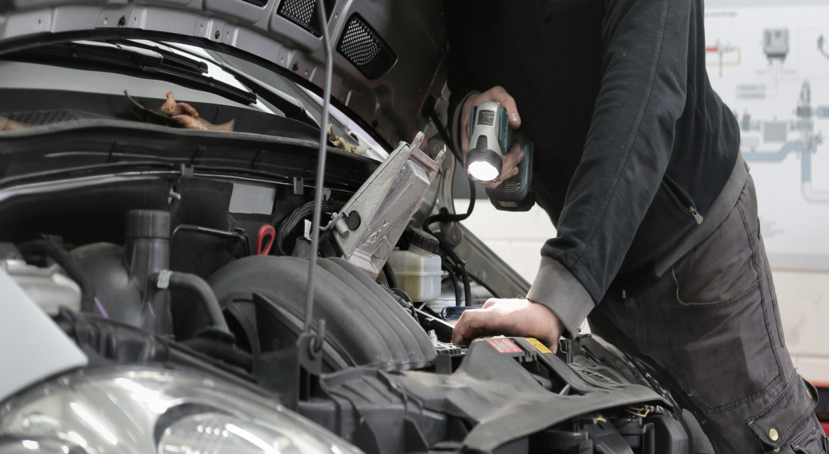 An engine running cold may be a symptom of a faulty cooling system.