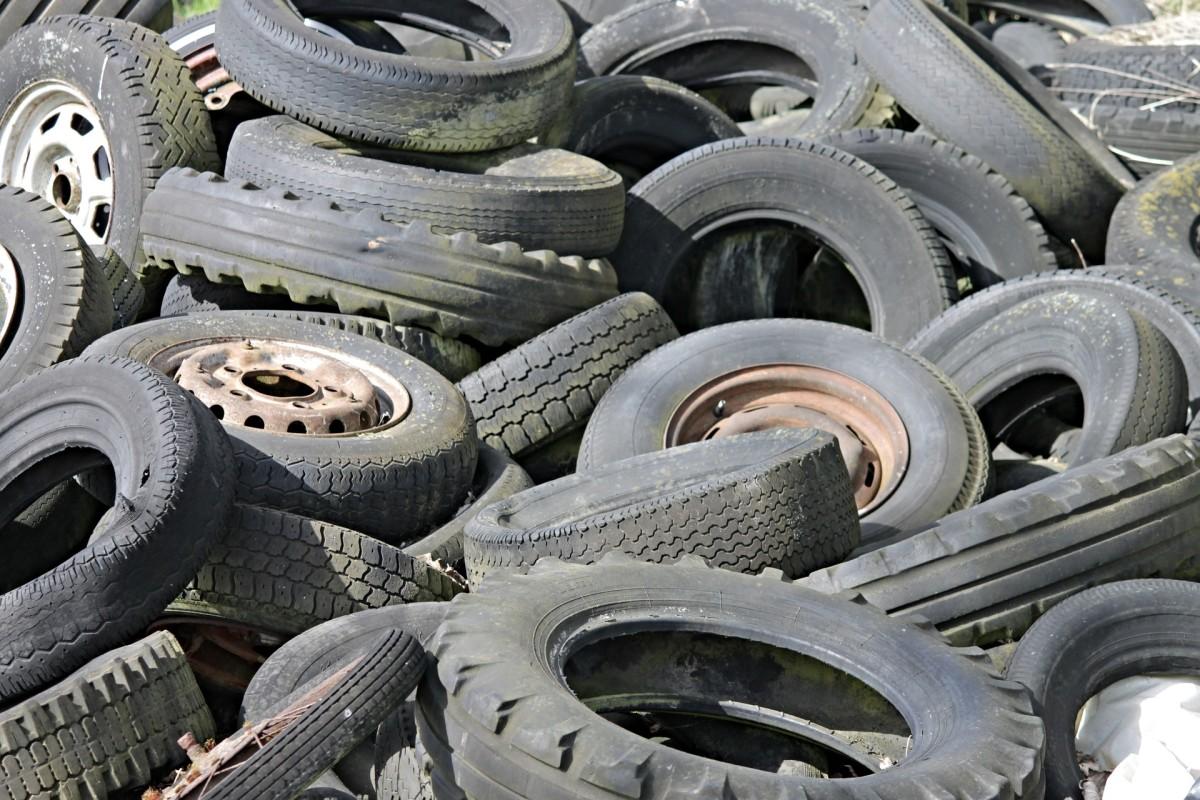 Diagnosing Car Tire Wear Patterns