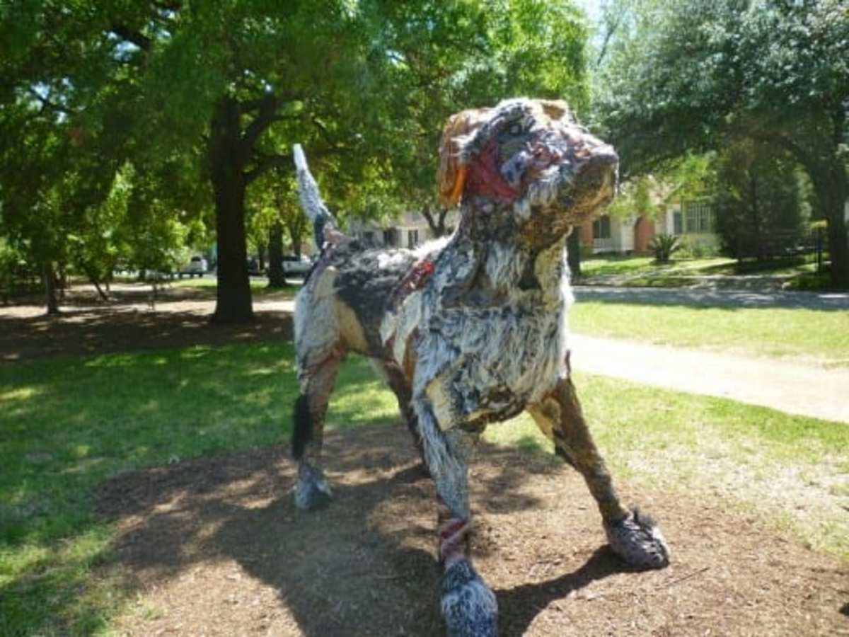 "Carter Ernst Dog Sculpture in Houston's ""True North"" Exhibit"