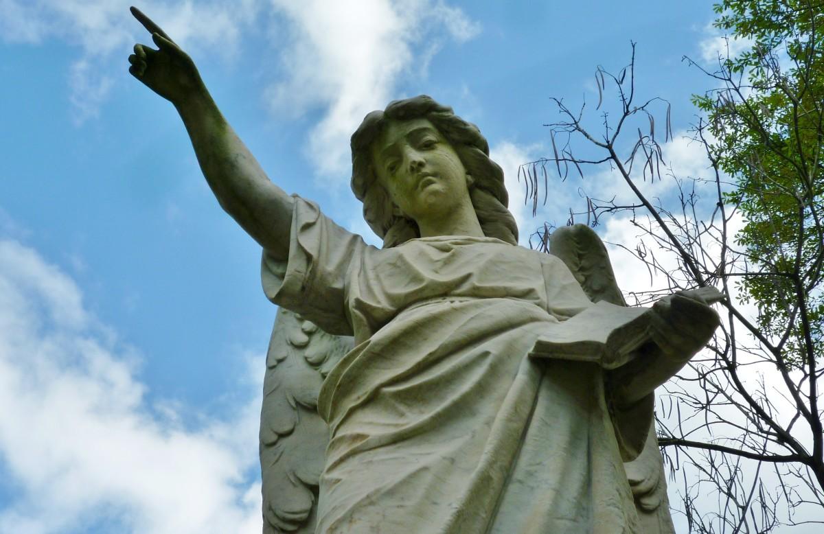 Detail of Albert Erickson monument in Glenwood Cemetery