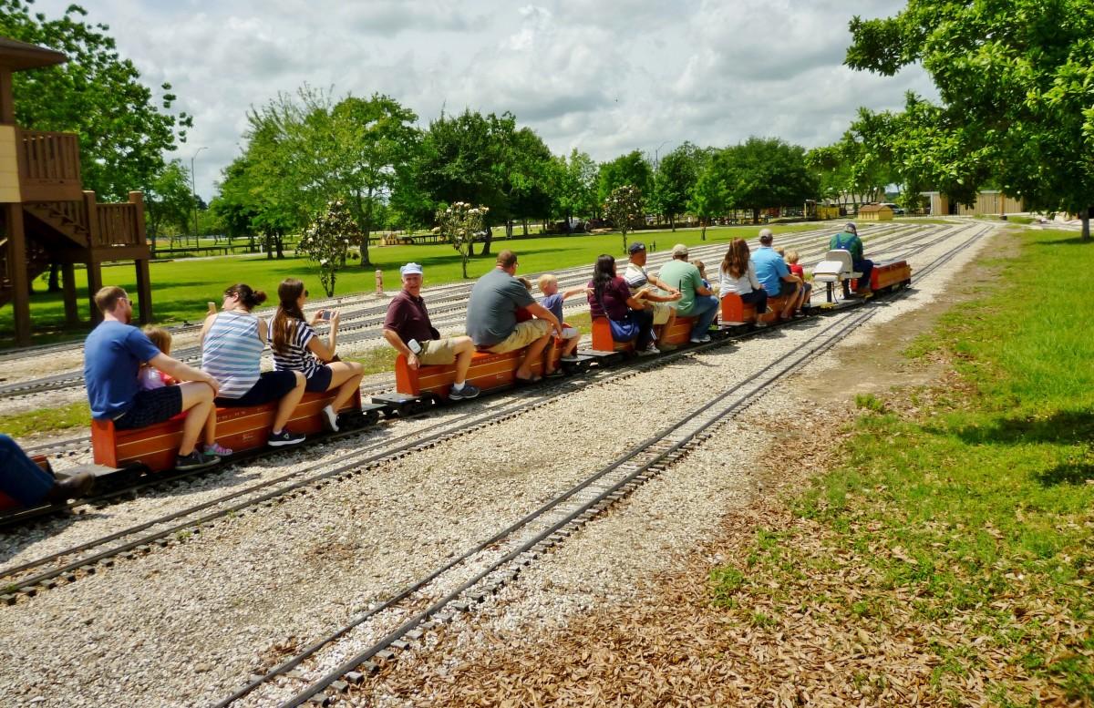 Zube Park: Houston Live Steamers Miniature Train Ride!