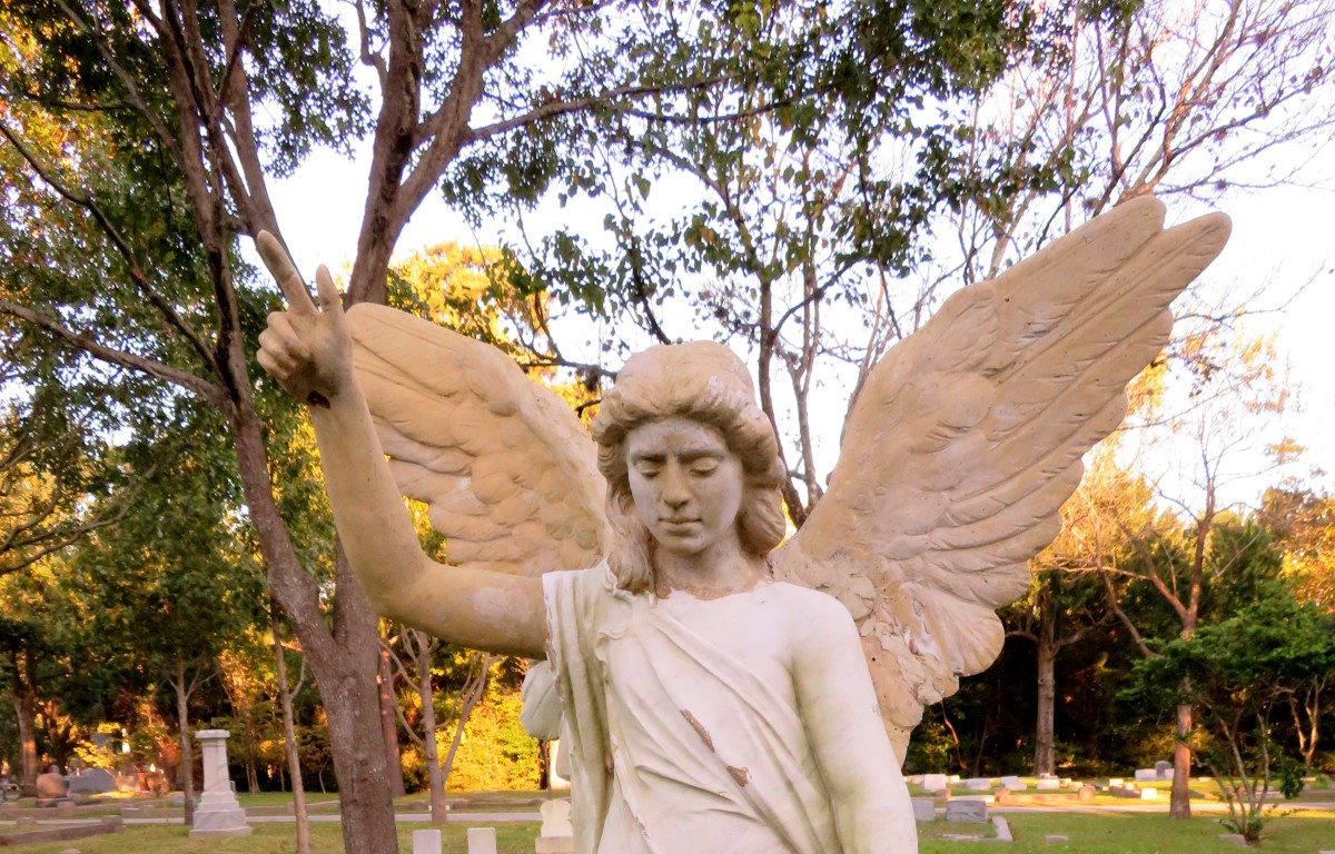 Top portion of angel on Cudlipp monument in Washington Cemetery, Houston