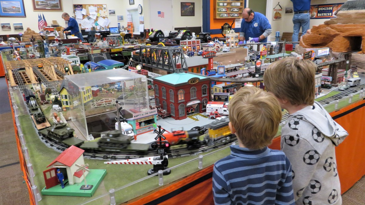 Houston Tinplate Operators Society and Model Trains in Memorial City Mall of Houston