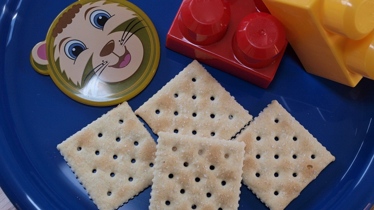 Toddlers and older children can eat saltine crackers when recovering from diarrhea.