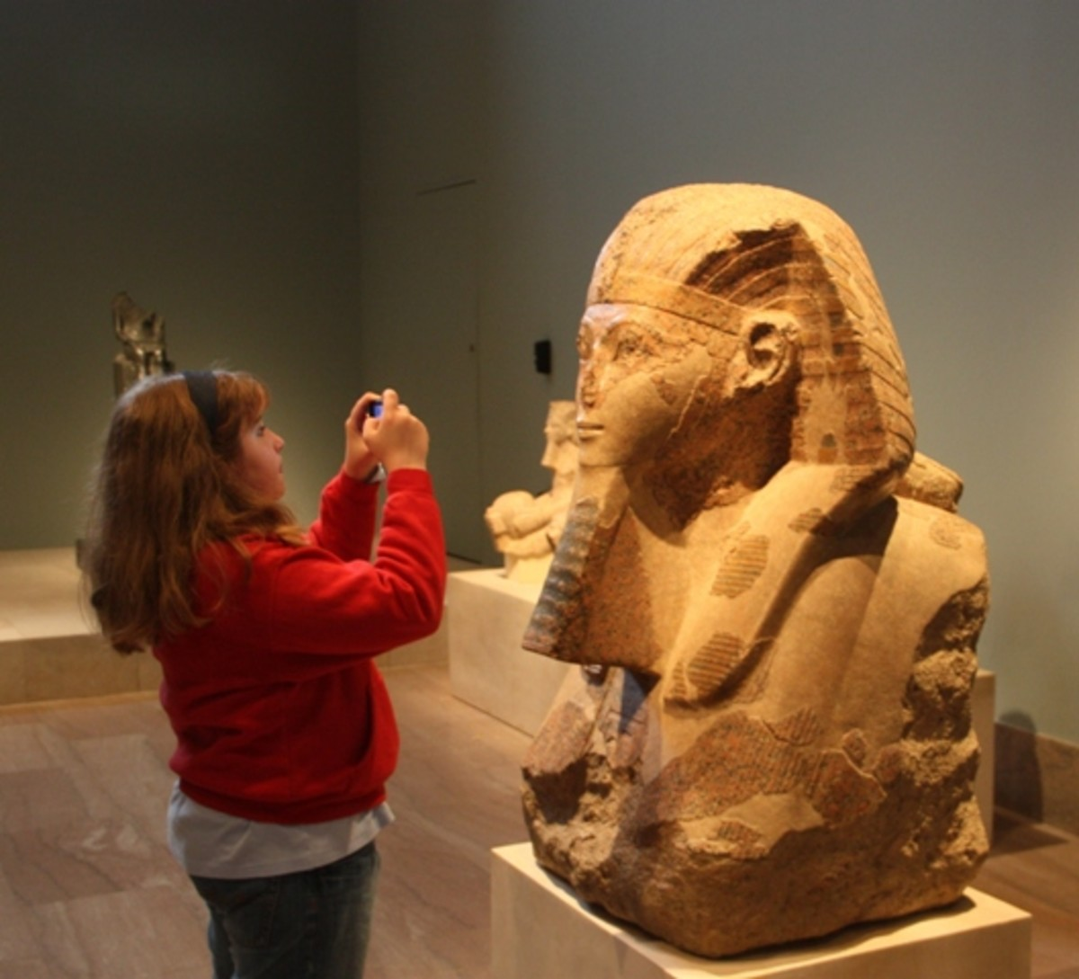 Using her Ipod to capture images of Ancient Egyptian sculpture