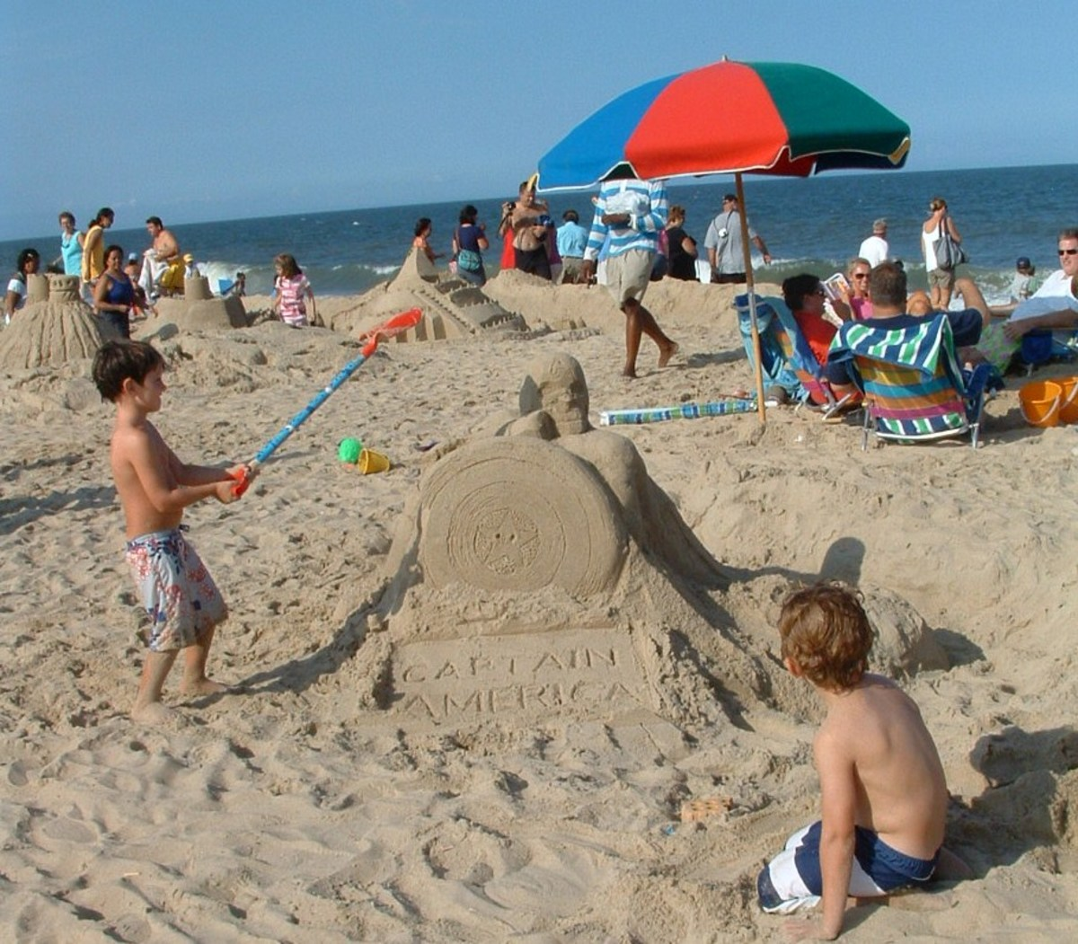 free-fun-at-the-beach-building-sand-castles-and-sand-sculptures