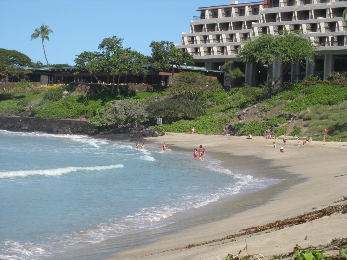 As you can see, the beach is a large bay that is sheltered by soft, white sand and the Mauna Kea Beach Resort.  Because of the large earthquake in 2006, they had to remodel this hotel, one of the oldest on the island.