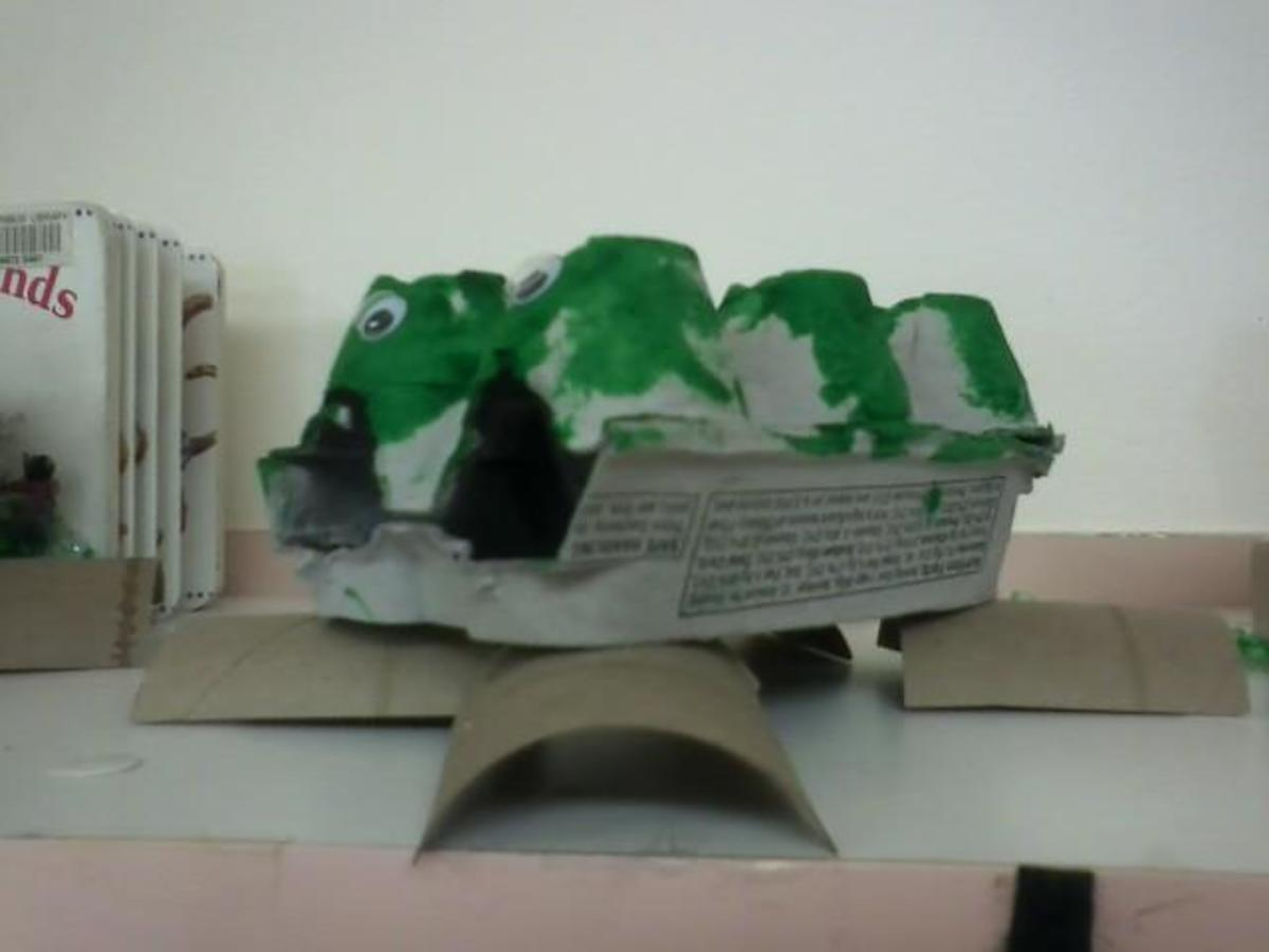 Egg carton alligators