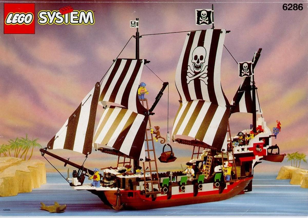 Skull's Eye Schooner:  Six sails and six cannons!