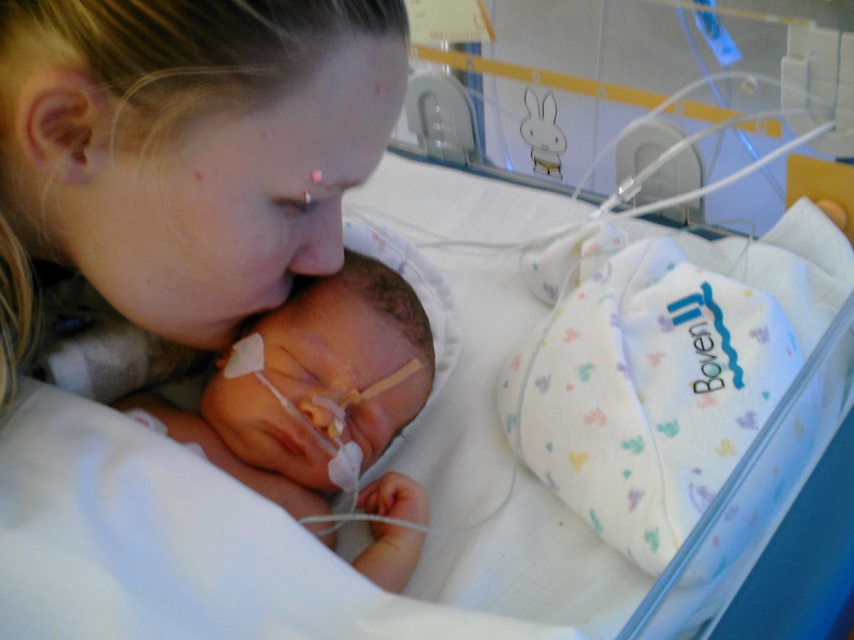 living-in-the-nicu-survival-tips-for-parents
