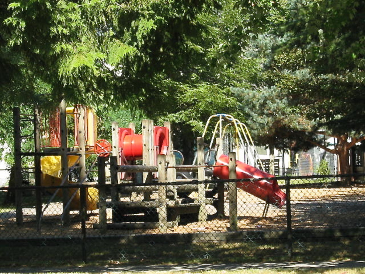 Play equipment made of natural and artificial materials