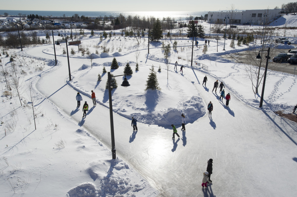 See if there are any outdoor or indoor ice skating rinks in your area.