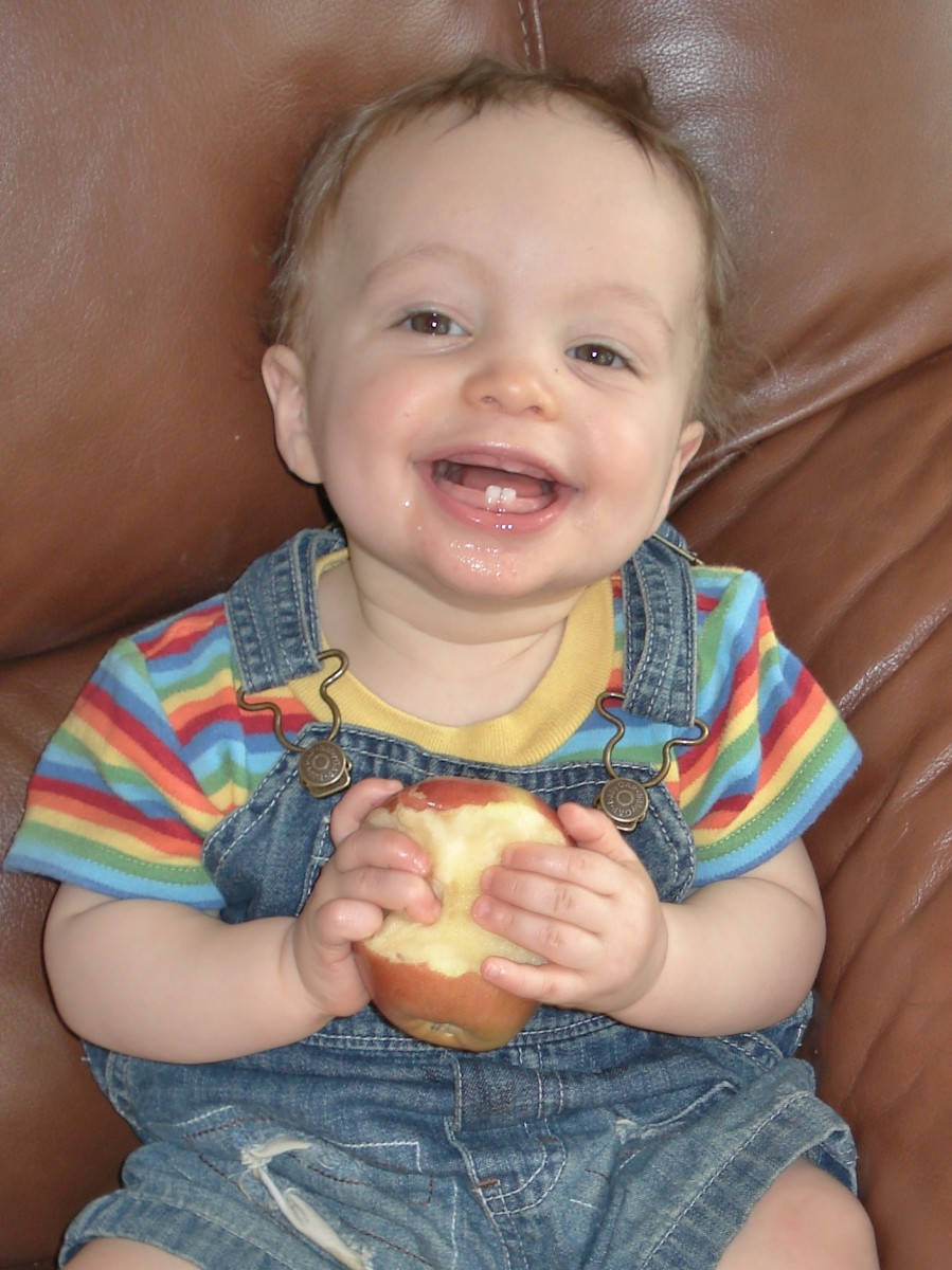 My son loves apples.
