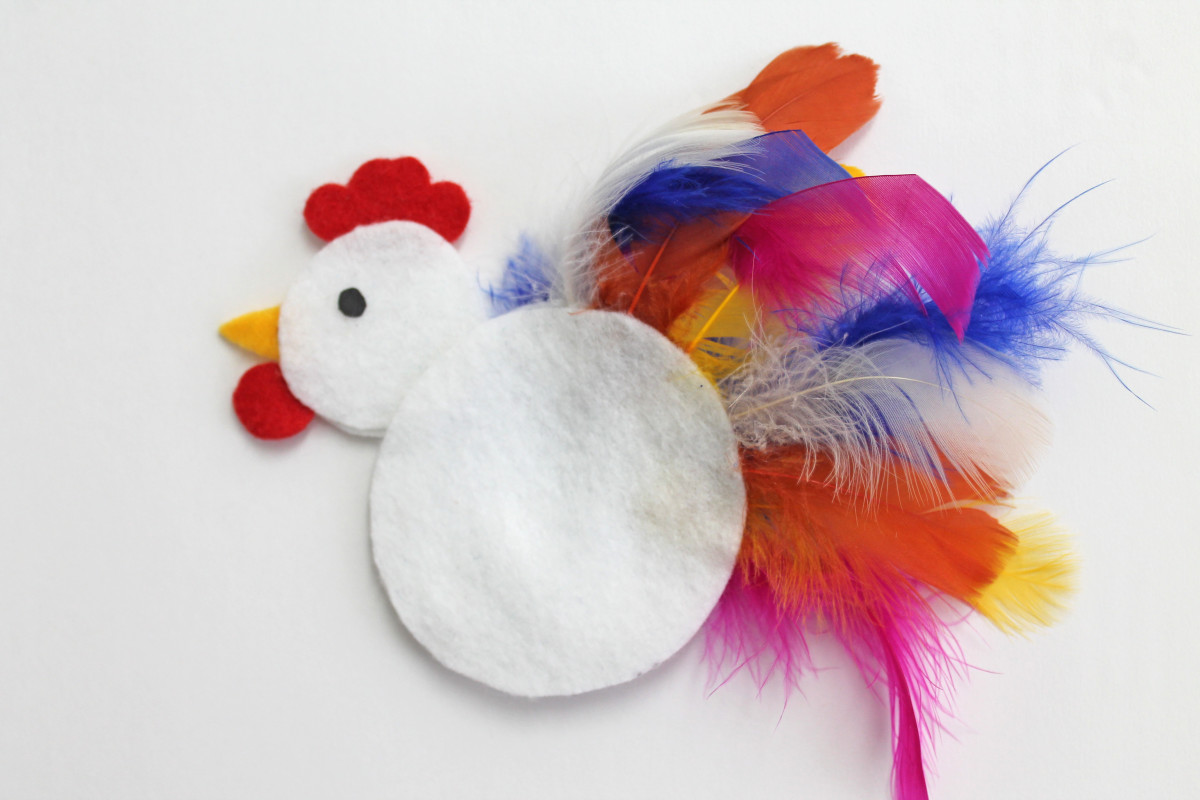 Felt rooster using feathers for tail